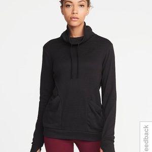 ON Active Funnel Necked Sweatshirt XS